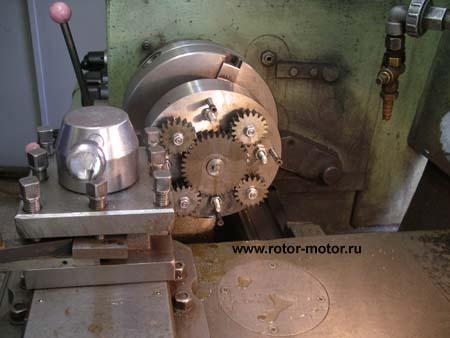 Обкатка и притирка движущихся и трущихся частей собранного мотора с приводом от токарного станка